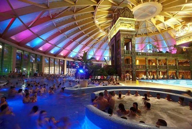 Zenés éjszakai fürdőzés a kisújszállási Kumánia Fürdőben