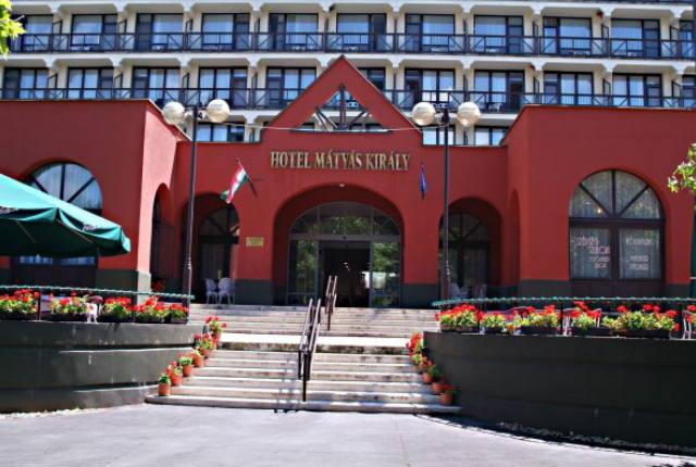 Mátyás Hotel bejárat
